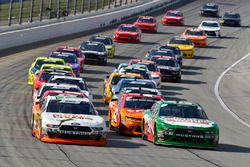 Kevin Harvick, Biagi-DenBeste Racing, Ford Mustang Hunt Brothers Pizza and Chase Briscoe, Roush Fenway Racing, Ford Mustang Nutri Chomps