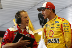 Todd Gordon and Joey Logano, Team Penske, Ford Fusion Shell Pennzoil