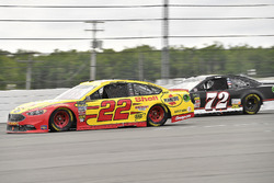 Joey Logano, Team Penske, Ford Fusion Shell Pennzoil and Cole Whitt, TriStar Motorsports, Chevrolet Camaro