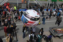 Lewis Hamilton, Mercedes-AMG F1 helmet balloon