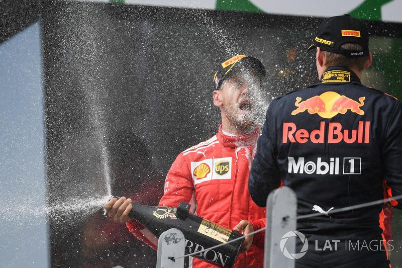 El ganador en Canadá Sebastian Vettel, Ferrari y Max Verstappen, Red Bull Racing, en el podio