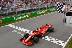 Sebastian Vettel, Ferrari SF71H cruza la meta