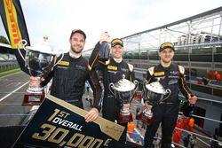Les vainqueurs : Rob Bell, Côme Ledogar, Shane Van Gisbergen sur la McLaren 650 S GT3 #58 Garage 59