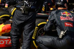 Red Bull Racing RB12 pit stop