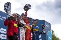 Podium: Sieger Lucas di Grassi, ABT Schaeffler Audi Sport, 2. Jean-Eric Vergne, DS Virgin Racing, 3.