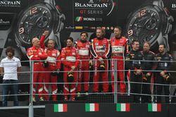 Podium Pro-Am-Cup: 1. Michal Broniszewski, Andrea Rizzoli, Alessandro Bonacini, Kessel Racing; 2. Is
