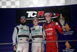 Podium: Sieger Jean-Karl Vernay, Leopard Racing, Volkswagen Golf GTI TCR; 2. Stefano Comini, Leopard