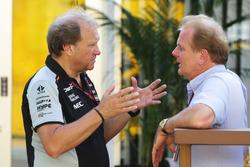 Robert Fernley, afgevaardigd teambaas Sahara Force India F1 Team met Jonathan Palmer
