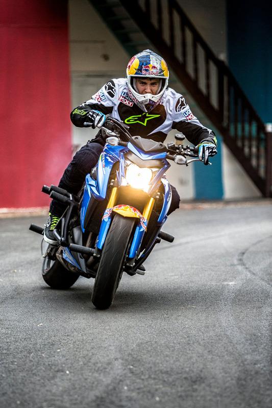 Aras Gibieza bei einer Stunt-Show in Hyderabad