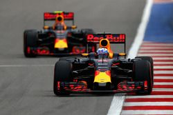 Daniel Ricciardo, Red Bull Racing RB12 and Daniil Kvyat, Red Bull Racing RB12
