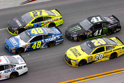 Jimmie Johnson, Hendrick Motorsports Chevrolet, Kurt Busch, Stewart-Haas Racing Chevrolet