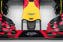 Red Bull Racing RB12 ve Aston Martin logo