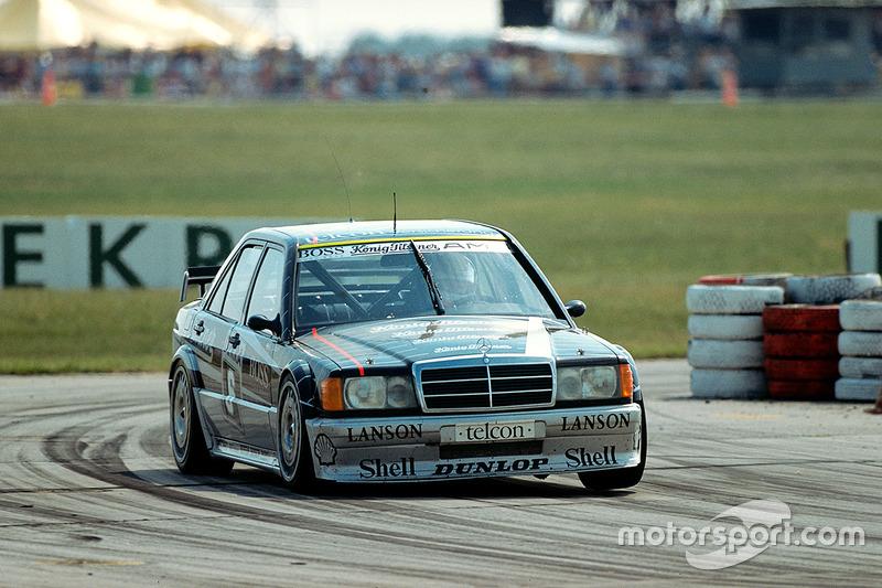 Перед сезоном-1990 в спортивном отделе Mercedes прошла реструктуризация. В том году на счету компании оказалось пять побед, а пилот Курт Тим стал третьим по итогам чемпионата, улучшив на одну позицию свой прошлогодний результат