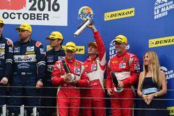 Podyum: 3. LM GTE #60 Formula Racing Ferrari F458 Italia: Johnny Laursen, Mikkel Mac, Christina Niel
