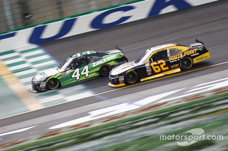 J.J. Yeley, JGL Racing Toyota, Brendan Gaughan, Richard Childress Racing Chevrolet