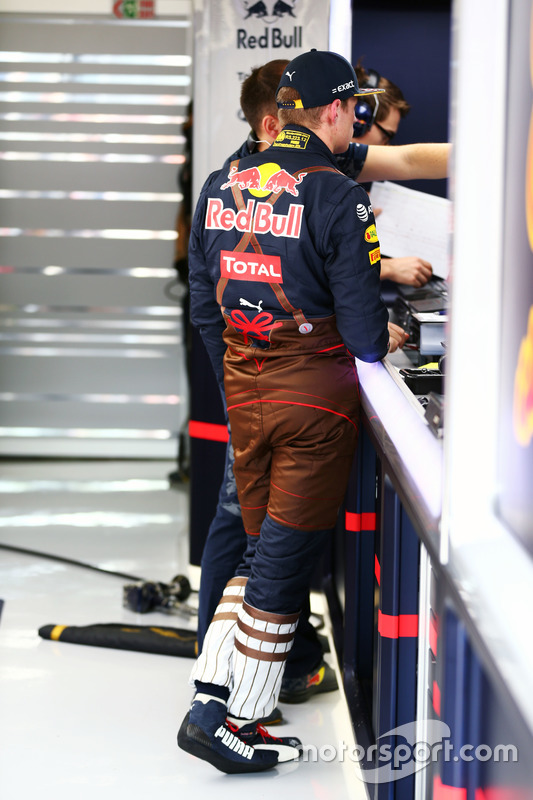 https://cdn-1.motorsport.com/images/mgl/6DVLgAD2/s8/f1-austrian-gp-2016-max-verstappen-red-bull-racing-in-lederhosen-race-suit.jpg