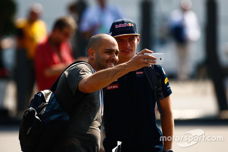 Max Verstappen, Red Bull Racing con un tifoso
