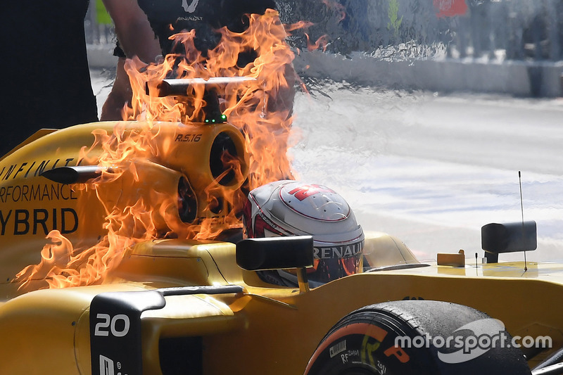 7. The burning car of Kevin Magnussen, Renault Sport F1 Team RS16