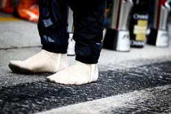 Sieger Daniel Ricciardo, Red Bull Racing, ohne seine Schuhe