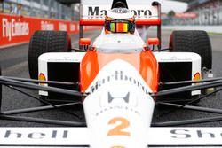 Stoffel Vandoorne in de McLaren MP4/5 Honda van Alain Prost