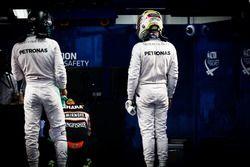 Nico Rosberg, Mercedes AMG F1 et son équipier Lewis Hamilton, Mercedes AMG F1 dans le Parc Fermé