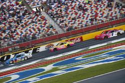 Joey Logano, Ford, Kyle Larson, Chip Ganassi Racing Chevrolet, Elliott Sadler, JR Motorsports Chevro