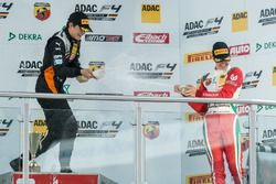 Podio: Kami Laliberté, Van Amersfoort Racing y Mick Schumacher, Prema Powerteam