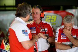 Davide Tardozzi, Ducati-Teamchef; Paolo Ciabatti, Ducati-Sportdirektor; Paolo Campinoti, Pramac-Team