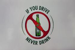Heineken F1 annuncio di sponsorizzazione - cartello contro il bere