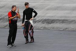 Chris Gabehart, jefe de equipo y Erik Jones, Joe Gibbs Racing Toyota