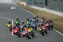 Carlos Checa, Fortuna Yamaha Team leads at the start of the race