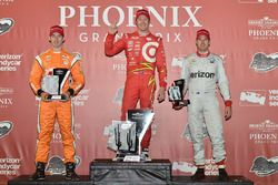 Podium : le vainqueur Scott Dixon, Chip Ganassi Racing Chevrolet, le 2e Simon Pagenaud, Team Penske Chevrolet, et le 3e Will Power, Team Penske Chevrolet