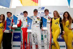 Podio: il vincitore Maximilian Günther, Prema Powerteam Dallara F312 – Mercedes-Benz; il secondo cla
