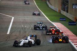 Valtteri Bottas, Williams FW38 et Daniel Ricciardo, Red Bull Racing RB12