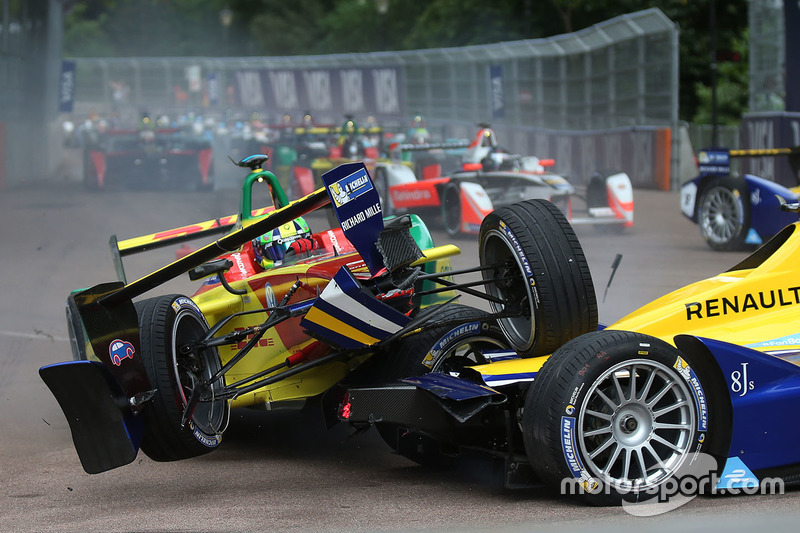 8. Lucas di Grassi, ABT Schaeffler Audi Sport and Sébastien Buemi, Renault e.Dams crash in the first corner