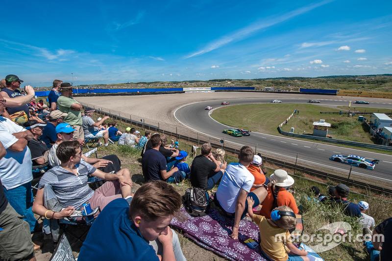 Spectators, dunes, Mike Rockenfeller, Audi Sport Team Phoenix, Audi RS 5 DTM, Maximilian Götz, Mercedes-AMG Team HWA, Mercedes-AMG C63 DTM