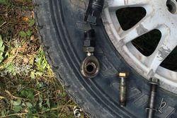 Сломавшаяся рулевая тяга автомобиля Алексея Лукьянюка и Алексея Арнаутова