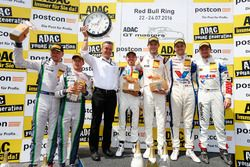 Podium: Sieger #17 KÜS TEAM 75 Bernhard, Porsche 911 GT3 R: David Jahn, Kévin Estre; 2. #8 Bentley T