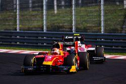 Норман Нато, Racing Engineering едет впереди Сергея Сироткина, ART Grand Prix