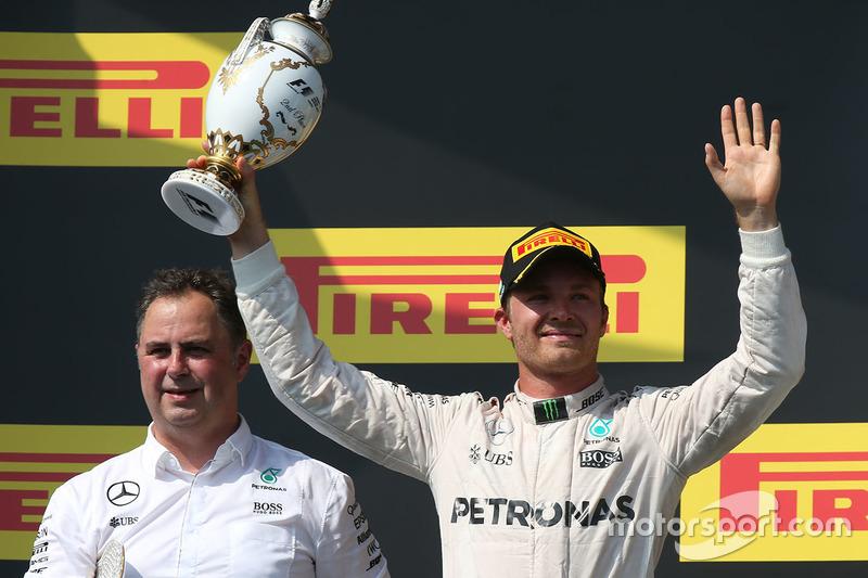 Podium: segundo, Nico Rosberg, Mercedes AMG F1 Team