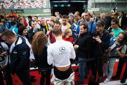 Maximilian Götz, Mercedes-AMG Team HWA, Mercedes-AMG C63 DTM, mit Fans