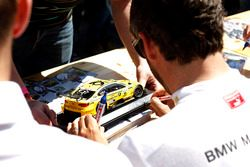 Timo Glock, BMW Team RMG, BMW M4 DTM di autograph session