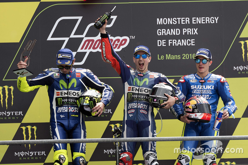 Podio: 1º Jorge Lorenzo, 2º Valentino Rossi, 3º Maverick Viñales
