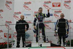 Podio Gara 1: il secondo classificato Walter Margelli, Nannini Racing, il vincitore Davide Uboldi, Eurointernational, il terzo classificato Filippo Vita, Progetto Corsa