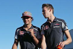 (L to R): Carlos Sainz Jr., Scuderia Toro Rosso with Daniil Kvyat, Scuderia Toro Rosso