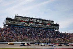 Restart: Joey Logano, Team Penske Ford leads