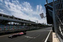 Nobuharu Matsushita, ART Grand Prix, cruza la línea de meta