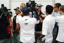 Sergio Pérez, Sahara Force India F1 et Nico Hülkenberg, Sahara Force India F1 avec les médias