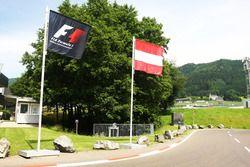 Les drapeaux de l'Autriche et de la F1