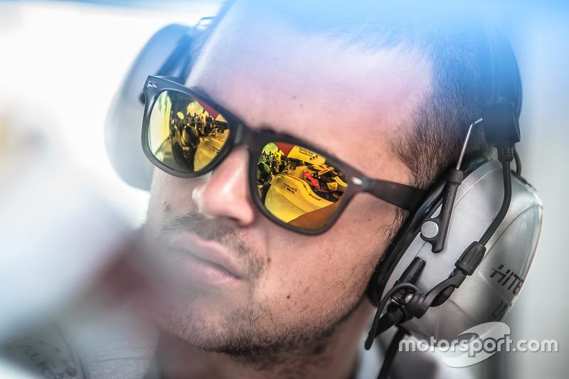 Sunglasses, reflection, Ben Barnicoat, HitechGP Dallara F312 - Mercedes-Benz